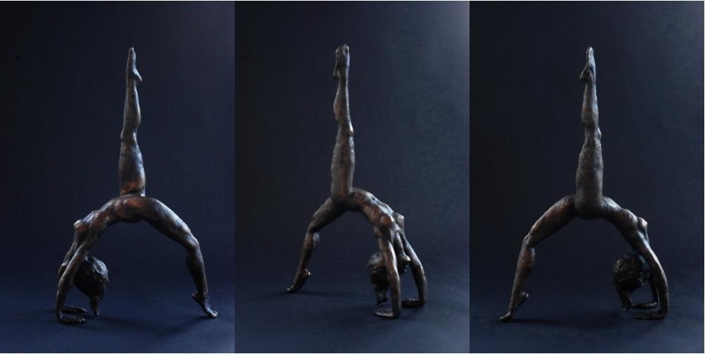 Figur aus Bronze, weiblicher Akt in der Brücke