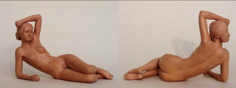 Figur aus Keramik, Liegender weiblicher Akt, Bildhauer Reinhold Bauer