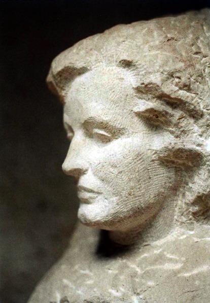 Rauwolf Büste Frauenkopf 40cm Stein